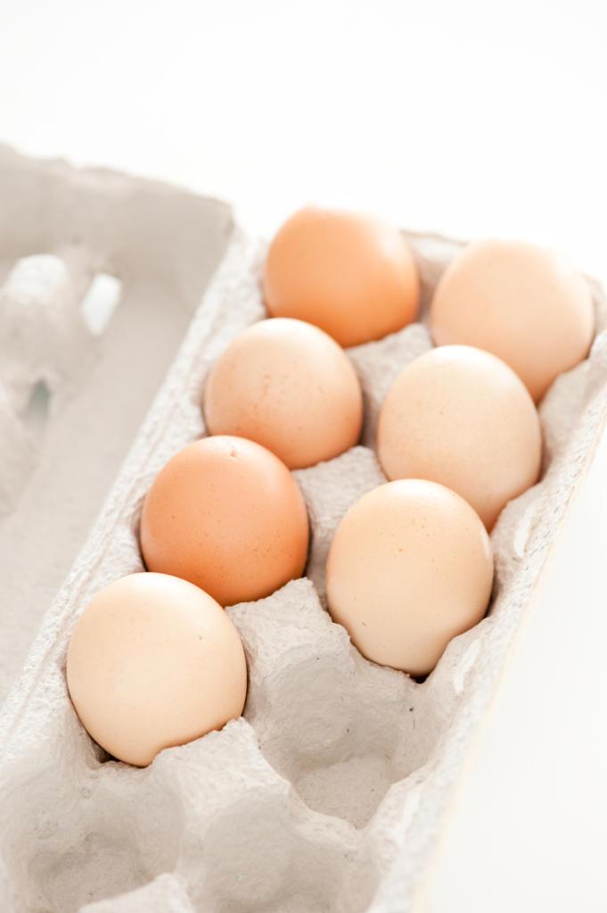 Huevos_en_huevera_1